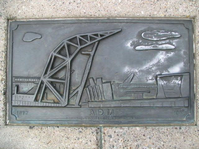 ADM monument (gedenkplaat)