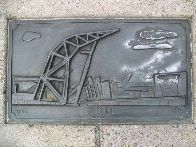 ADM-monument