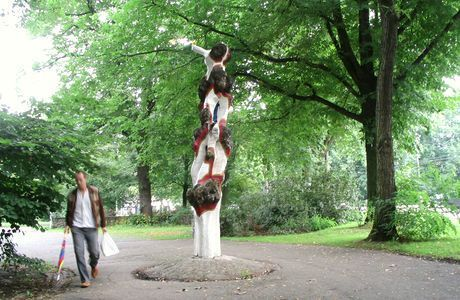 Monument voor te jong gevallen bomen