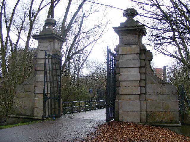 Poort met hekwerken (Flevopark)